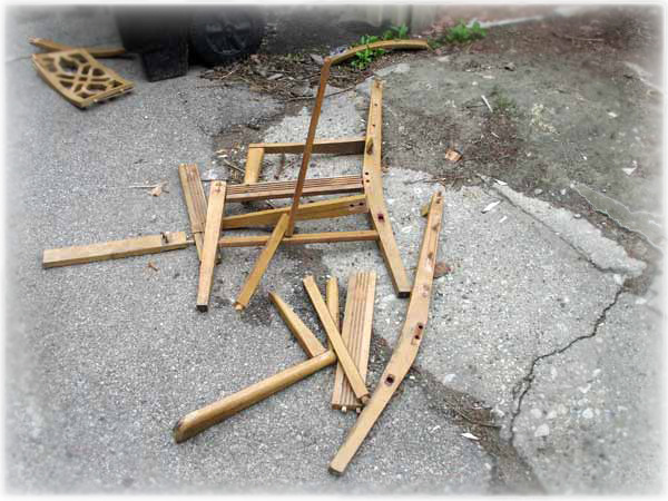 Broken.chair4